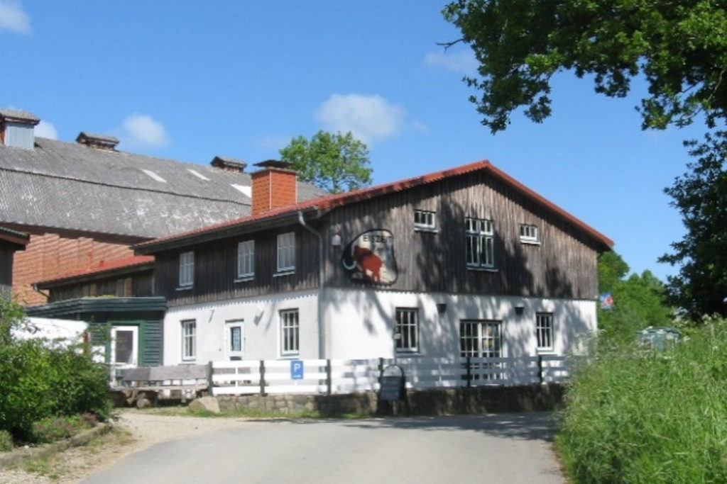 Außenansicht des Eiszeitmuseums im Sommer