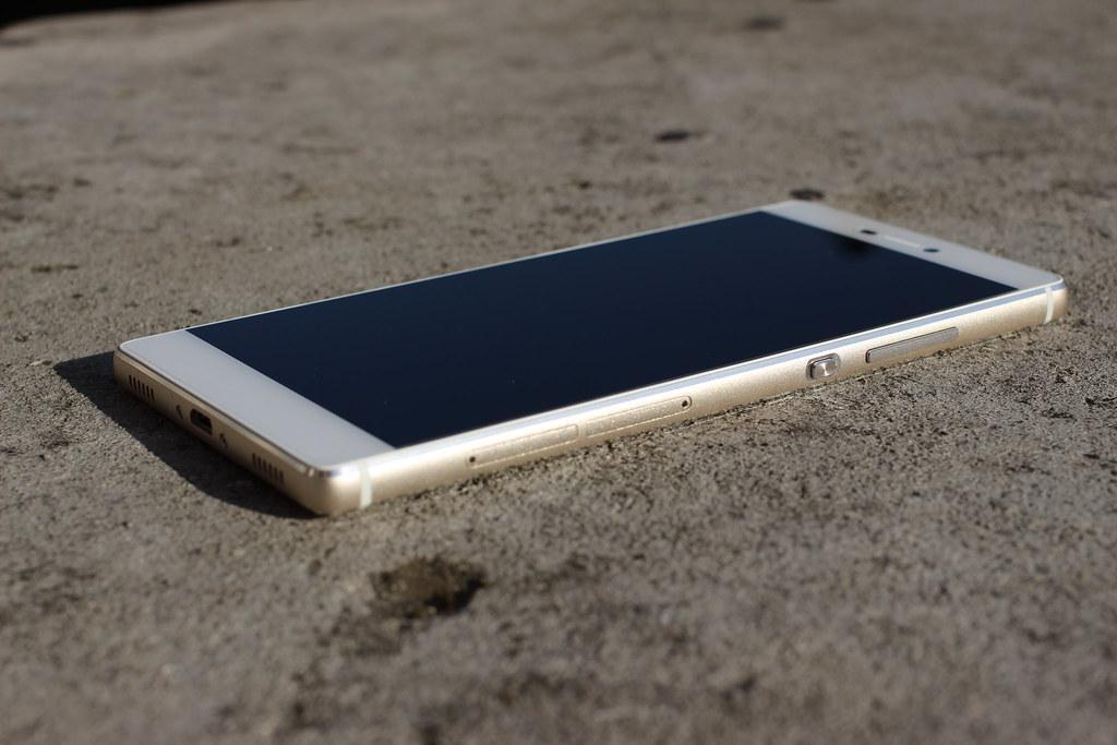 Smartphone im Sand Foto: von pestoverde lizensiert unter CC BY 2.0